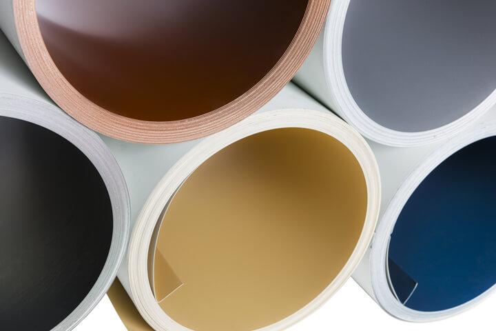 Rouleaux d'aluminium blanc, bleu, jaune, orange et noir